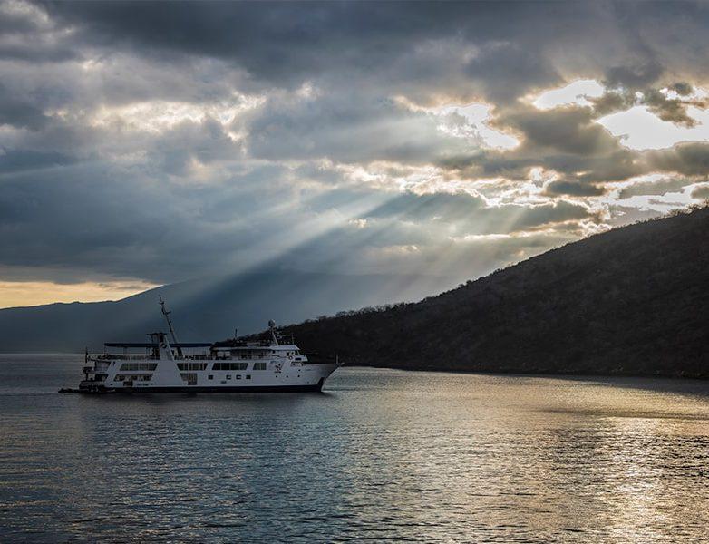 Explore the islands through a luxury cruise vessel